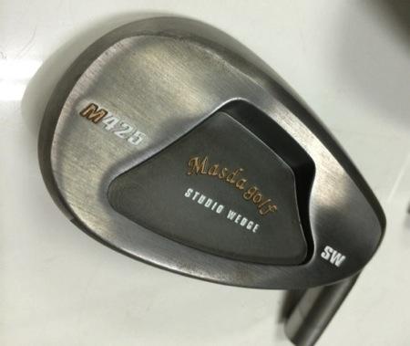 マスダゴルフ「スタジオウェッジ M425」。 通常仕様はノーメッキ仕上げです。